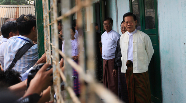 Former Prime Minister Khin Nyunt talks to reporters after voting in the by-elections on April 1. (PHOTO: Reuters)