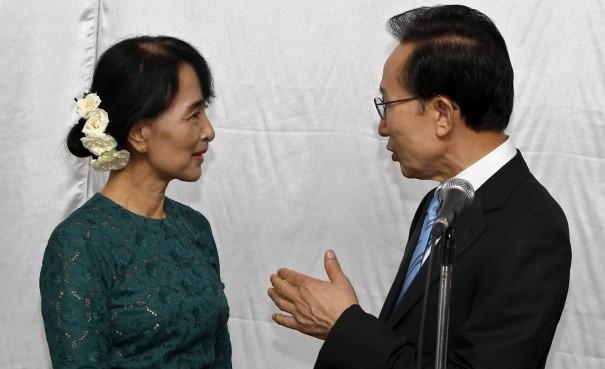 South Korean President Lee Myung-bak, right, shakes hands with Burmese MP Aung San Suu Kyi during a meeting in Rangoon. (Photo: Reuters)