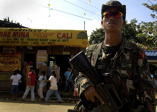 A Philippines Army soldier stands guard in Pantao Ragat, Lanao Del Norte. (Photo: US Navy)
