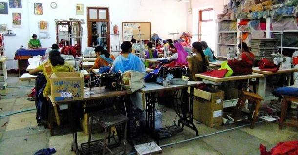 Handicrafts factory in Udaipur, Rajasthan. (Photo: GiveWell / WikiMedia)