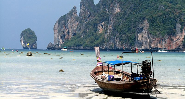 Thailand's picturesque resort island of Koh Phi Phi. (Photo: Dionysus / WikiMedia)