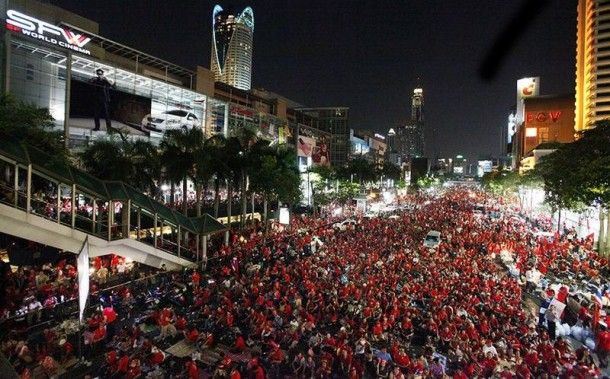 Redshirt protesters in the Ratchaprasong District of Bangkok. (Photo: Moomoo / WikiMedia)