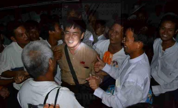 Political prisoners released from Ohbo Prison in Mandalay on Monday. (Photo: CJMyanmar / Facebook)