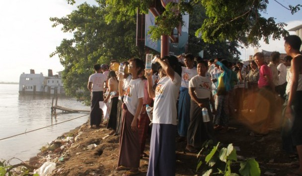 Around 700 protesters gather at Nyaung Pin Gyi Village by the Chindwin River to demand the release of detainees and end of the copper mining project. (Photo: Open Society Monywa)