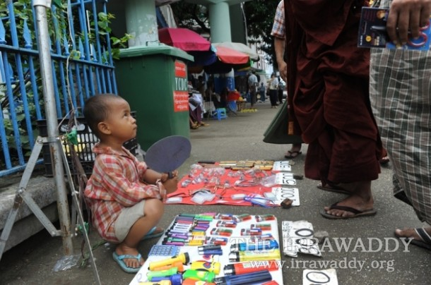 A young entrepreneur on the streets of Rangoon. (Photo: Steve Tickner / The Irrawaddy)
