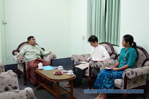 Burma's Information Minister Aung Kyi (left) speaks to MJN's Myint Kyaw (center) and Tin Zar Zaw in Rangoon on Sunday. (PHOTO: Ministry of Information)
