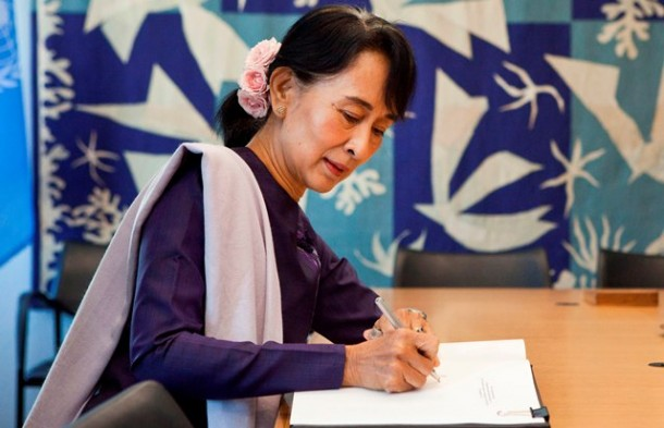 Aung San Suu Kyi signs the guest book of United Nations Secretary-General Ban Ki-Moon at the United Nations in New York on Friday. (Photo: Reuters)