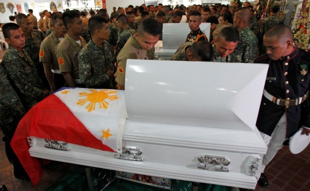 Soldiers file past the body of a colleague killed in an encounter with Abu Sayyaf members in Taguig. (Photo: Reuters)