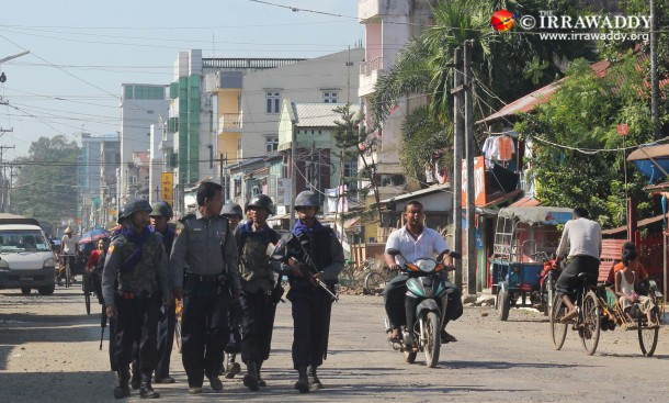 Police patrol the streets of Sittwe. (PHOTO: THE IRRAWADDY)