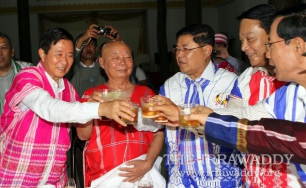 Gen Mutu Say Poe, second left, joins a toast with members of the Burmese government peace delegation in Pa-an on Jan. 11, 2012. (Photo: The Irrawaddy)