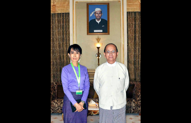 Aung San Suu Kyi with President Thein Sein at the presidential palace in Naypyidaw. (Photo: Reuters)