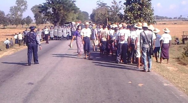 Police block gold mine protesters near Yayni Township, Mandalay Division, on Nov. 23 and arrest four leaders. (Photo: Sandar Min / Facebook)