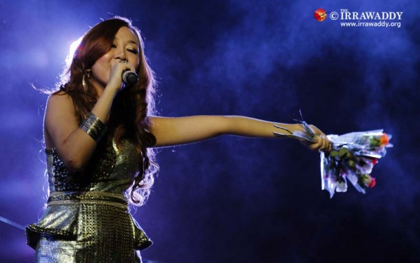 Singer  Wine Su Khing Thein  in NLD Education Network 2 Years  fundraising event  on Dec 27.