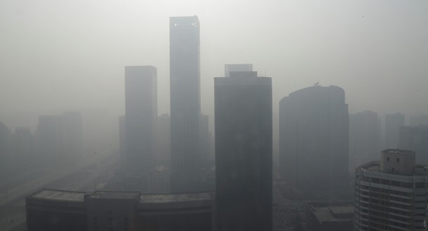 Buildings are seen in heavy haze in Beijing's central business district on Jan. 14, 2013. (Photo: Reuters)