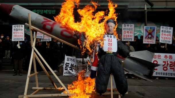 Protesters in central Seoul burn a mock North Korean missile, flag and effigy of leader Kim Jong-un a day after Pyongyang's rocket launch on Dec. 12, 2012. (Photo: Reuters)