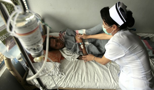 A Thai nurse tends to a tuberculosis patient from Burma at the Mae Tao clinic in the northwest Thai town of Mae Sot in 2007. In recent years, civil wars, fake drugs and poor health services in Burma have created the perfect breeding ground for new, drug-resistant strains of killer diseases such as malaria and tuberculosis. (Photo: Reuters)
