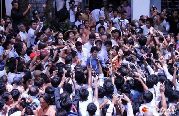 Pro-democracy leader Aung San Suu Kyi stands amid reporters during a trip in August to Pegu, about 50 miles north of Rangoon. (Photo: JPaing / The Irrawaddy)