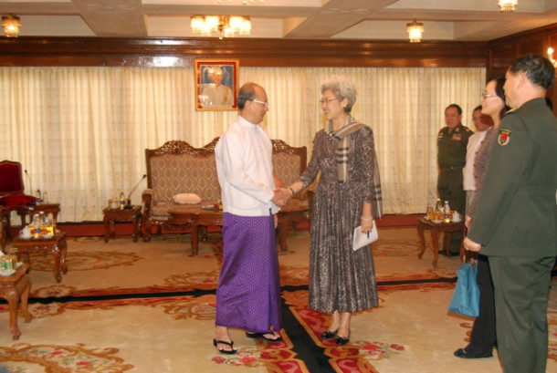 President Thein Sein met with Chinese special envoy Fu Ying in Rangoon on Saturday to discuss the Kachin conflict. (Photo: The President's Office website)