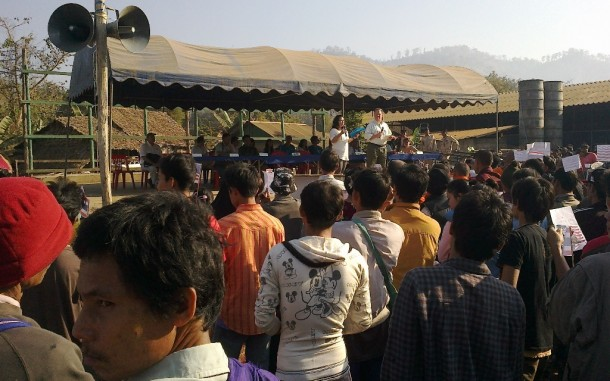US Ambassador to Thailand David Robinson speaks to refugees at the Mae La camp on Jan. 25, 2013. (Photo: Saw Eh Kler)