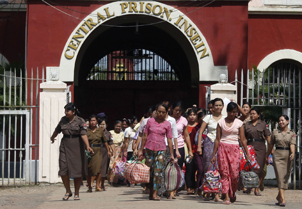 Female prisoners are released from Insein Prison in Rangoon in an amnesty on Oct. 12 2011. (Photo: Reuters)