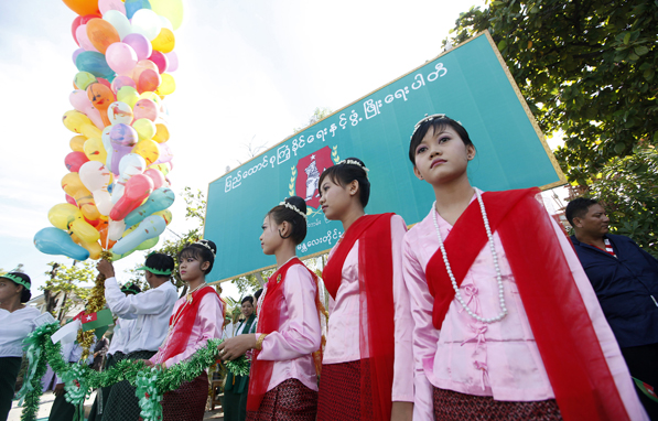 Ethnic Mon girls attend the opening ceremony of the Union Solidarity and Development Party Mandalay Division branch office in 2010. (Photo: Reuters)
