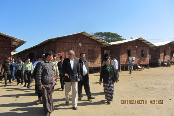 UN Secretary-General's Special Adviser on Burma Vjay Nambia visits Ja Mai Kaung refugee camp in Myitkyina on Feb. 5, 2013. (Photo: Kachin Waves / Facebook)