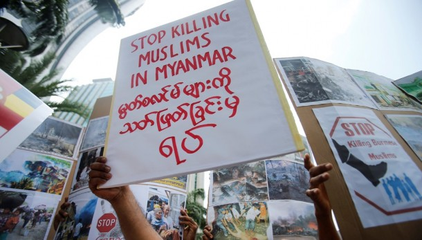 Burma Muslims living in Malaysia show placards during a demonstration against the killings of Muslims in Meikhtila, in Kuala Lumpur on March 25, 2013. (Photo: Reuters)