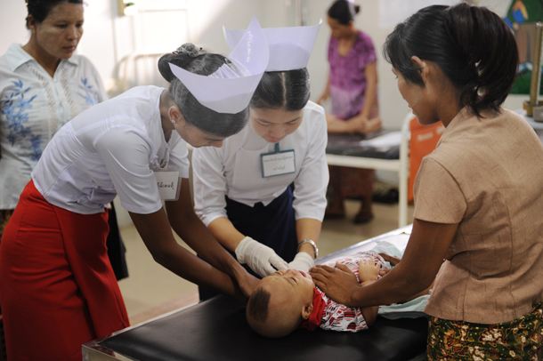 A young child receives treatment for a dengue infection in Yangon Children's Hospital in August. (Photo: Steve Tickner / The Irrawaddy)