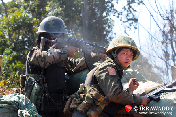 Kachin soldiers on the frontlines in Kachin State. (Photo: Steve Tickner / The Irrawaddy)