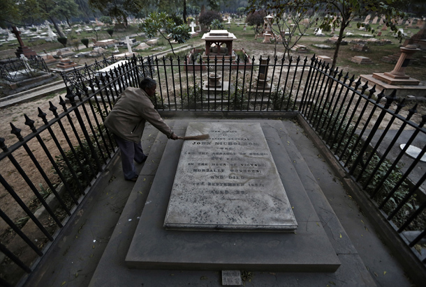 India, graveyard, Nicholson Christian Cemetery, Britain, colonialism