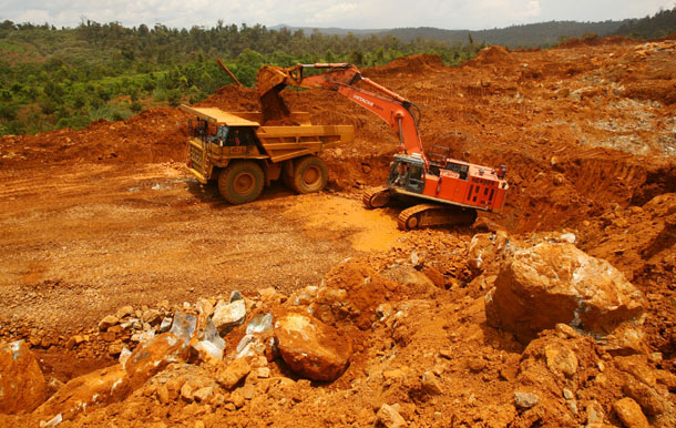 A truck loads earth containing nickel ore on Halmahera island in eastern Indonesia in March 2012. (Photo: Reuters)