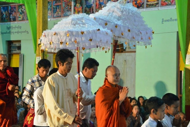human rights, Muslim, Buddhist, Rohingya, racism, religious violence, UNFPA, UN, Myanmar, 969, Wirathu SEO title: Nationalist Monk Joins Protest in West Myanmar Against Census