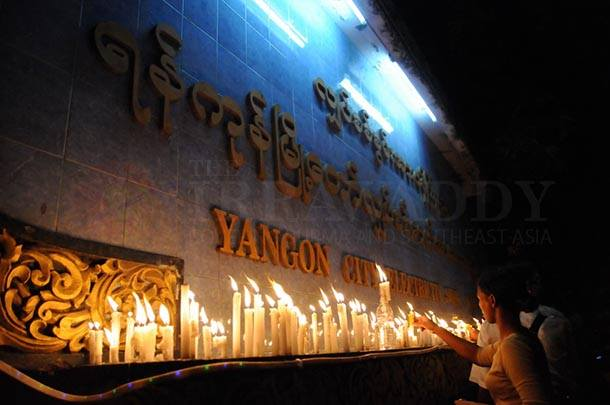 Myanmar, Burma, The Irrawaddy, electricity rate hike, Yangon, Rangoon, protest, candles, City Hall, price rise