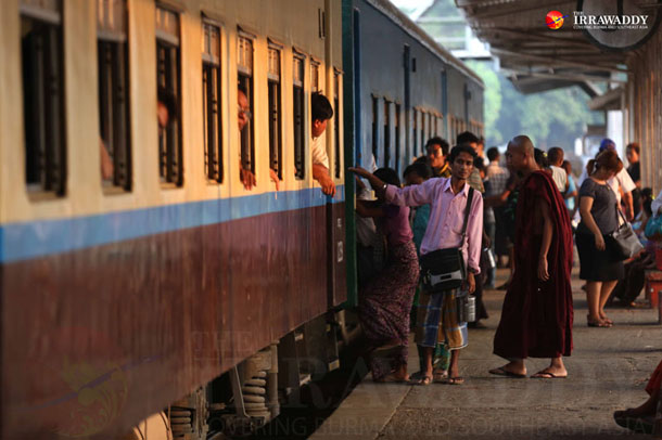 Commuters board Rangoon's circle train. (Photo: Hein Htet / The Irrawaddy)