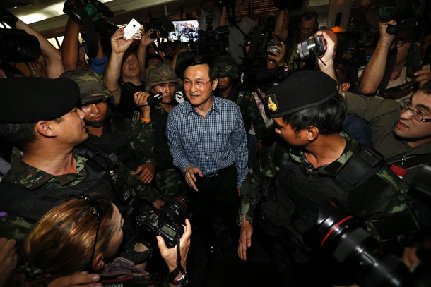 Former Thai Education Minister Chaturon Chaisang (C), who had been on the run, is surrounded by soldiers and reporters as he is being detained at Bangkok's Foreign Correspondents' Club of Thailand on Tuesday. (Photo: Reuters)