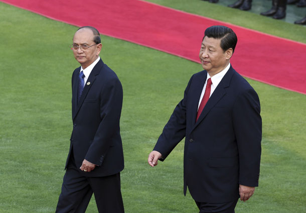 China's President Xi Jinping, right, and Burmese President Thein Sein attend an official welcoming ceremony as Thein Sein arrives for the Boao Forum, in Sanya, Hainan province, on April 5, 2013. (Photo: Retuers)