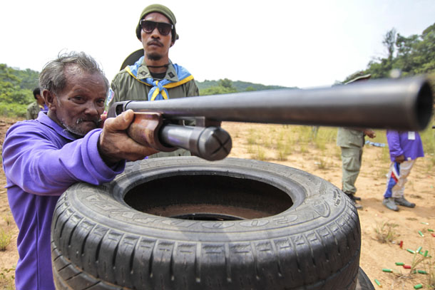 Village volunteers train during a self-defense practice session organized by police and the Thai army in Yala Province, southern Thailand, on June 21, 2014. (Photo: Reuters / Surapan Boonthanom)