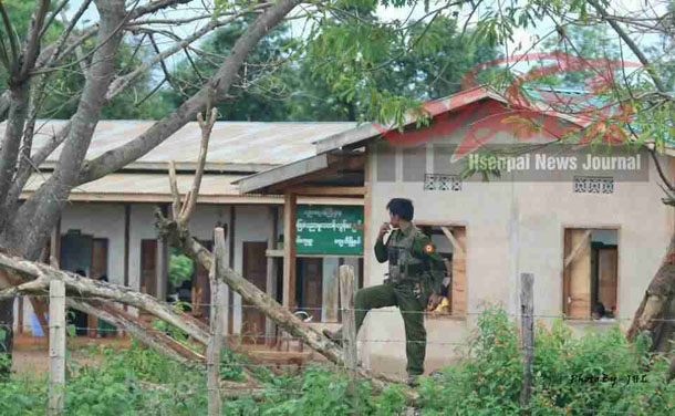A government soldier stands outside a primary school in Wan Wap village in Kyaethee Township on July 16. (Photo: Hsenpai News Journal / Facebook)