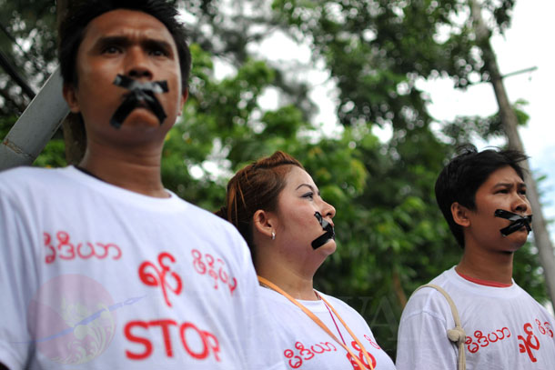 Journalists protest outside the Myanmar Peace Center on Saturday. (Photo: Sai Zaw / The Irrawaddy)