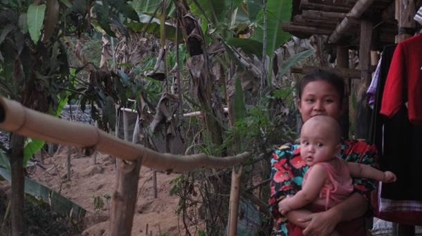 A Karen refugee with her child in Mae La Oon refugee camp in Thailand. (Photo: Saw Yan Naing / The Irrawaddy)