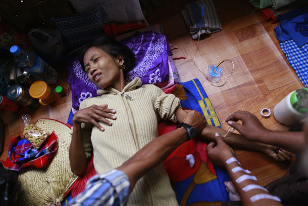 A woman with HIV receives treatment at a HIV/AIDS hospice in Rangoon. (Photo: Reuters)