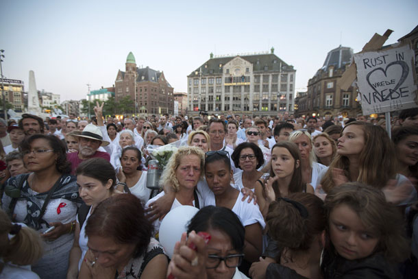 People pay their respects during a national day of mourning for the victims killed in Malaysia Airlines Flight MH17 plane disaster, in Amsterdam on Wednesday. (Photo: Reuters)