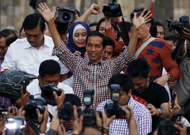 "Indonesian presidential candidate Joko ""Jokowi"" Widodo gestures during a rally in Proklamasi Monument Park in Jakarta. (Photo: Reuters)"