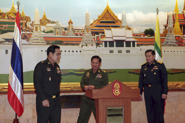Burma Army Commander-in-Chief Snr-Gen Min Aung Hlaing (center) is seen with Thai Army chief Gen. Prayuth Chan-ocha (left) and Thai Supreme Commander Gen. Thanasak Patimaprakorn after a meeting at the Royal Thai Army headquarters in Bangkok July 4, 2014. (Photo: Reuters)