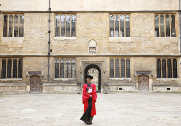 Burmese opposition leader Aung San Suu Kyi poses for a photograph after receiving her honorary degree at the University of Oxford, in Oxford, southern England, on June 20, 2012. (Photo: Reuters)