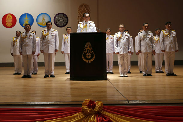 Thai Army chief Gen. Prayuth Chan-ocha, center, is accompanied by his officers as he addresses reporters at the Royal Thai Army Headquarters in Bangkok on May 26, 2014. (Photo: Reuters)