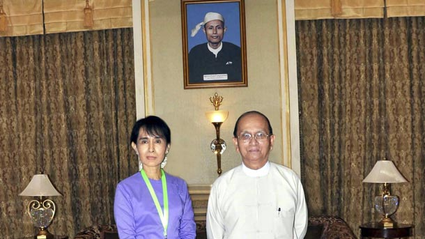 Opposition leader Aung San Suu Kyi, left, meets with President Thein Sein at the presidential palace in Naypyidaw on August 19, 2011. (Photo: Reuters)