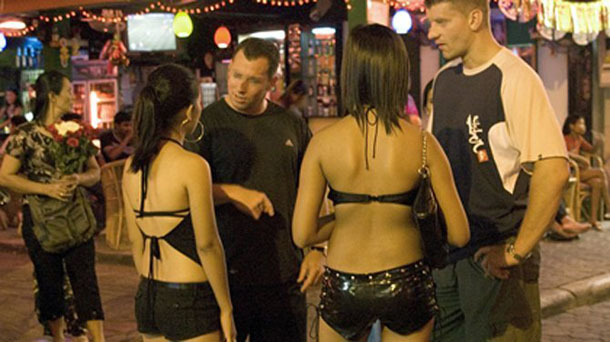 Western visitors to the Thai resort of Pattaya talk with local bar girls. (Photo: The Irrawaddy)