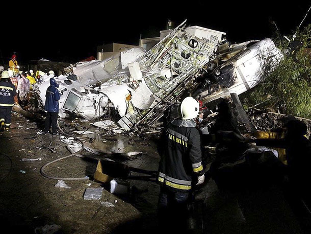 Rescue personnel survey the wreckage of TransAsia Airways flight GE222 on Taiwan's offshore island of Penghu, on Wednesday night. (Photo: Reuters)
