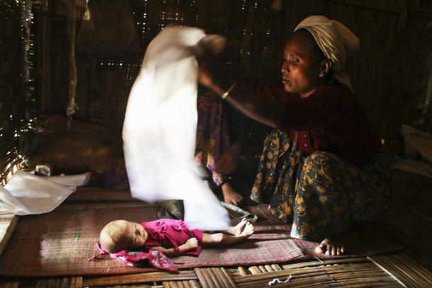 The body of 3-month-old Asoma Khatu, who died of fever and diarrhea, is covered with a piece of white cloth at the Kyein Ni Pyin camp for internally displaced people in Pauk Taw, Arakan state, on April 23, 2014.(Photo: Reuters)